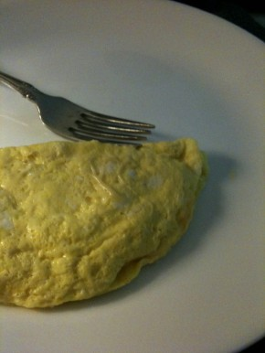 Saturday morning breakfast: microwave omelet + hot tea.